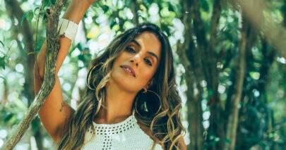Ex-BBB Carol Peixinho inova em fantasia de Carnaval e recebe elogios