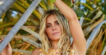 Aos 41 anos, Carolina Dieckmann ostenta boa forma em clique de verão