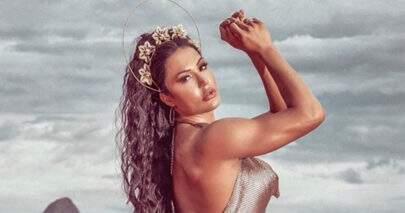 Gracyanne Barbosa usa figurino com estampa de oncinha em noite de samba