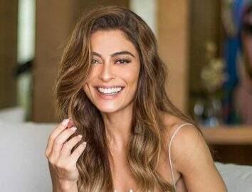 """Juliana Paes renova o bronzeado em clique praiano e boa forma impressiona: """"Sextou!"""""""