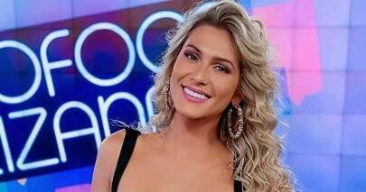 "Lívia Andrade mostra look preto básico para apresentar ""Fofocalizando"""