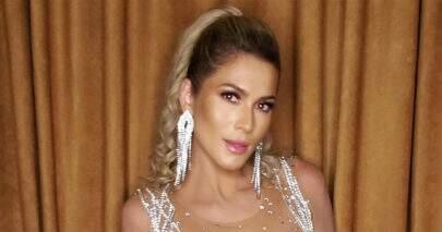 """Lívia Andrade relembra ensaio de carnaval e fãs elogiam: """"Melhor rainha de bateria"""""""