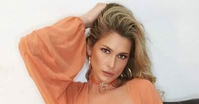 """Lívia Andrade mostra look para apresentar """"Fofocalizando"""" e recebe elogios"""