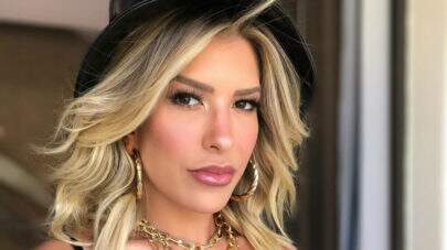 """Lorena Improta posa no estilo """"frente e verso"""" e leva internet à loucura"""