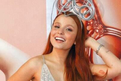 Larissa Manoela posta vídeo dançando e esbanja saúde para seguidores