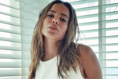 Anitta mostra bronzeado nos Stories e clique ousado dá o que falar