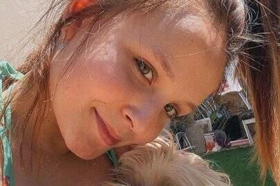 """Larissa Manoela posa com seus cachorros e encanta: """"Tem coisa melhor?"""""""