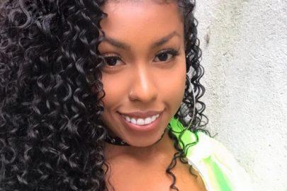 Irmã de Gracyanne Barbosa curte quarentena com cachorro e esbanja saúde na web