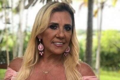 """Rita Cadillac se revolta com pedidos de fotos íntimas: """"Peçam foto pelada à mãe"""""""