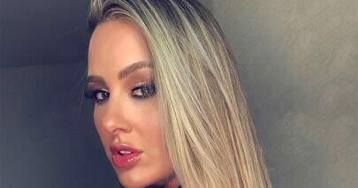 Ex-BBB Patrícia Leitte ostenta boa forma em clique com namorado na praia