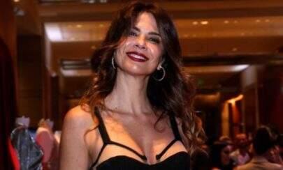 Luciana Gimenez exibe treino em casa e boa forma chama atenção