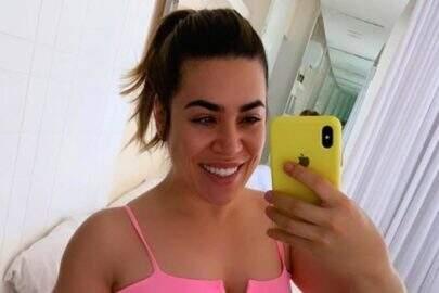"""Naiara Azevedo mostra boa forma durante quarentena: """"Me amando"""""""