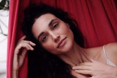 Débora Nascimento relembra clique e deixa fãs apaixonados