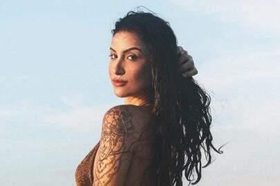 Bianca Andrade exibe boa forma em cenário paradisíaco e impressiona seguidores