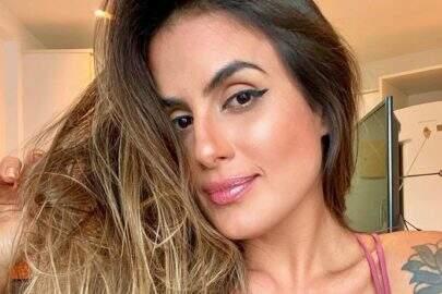 """Ex-BBB Carol Peixinho posa com modelito neon e exibe shape sarado: """"Trincada"""""""