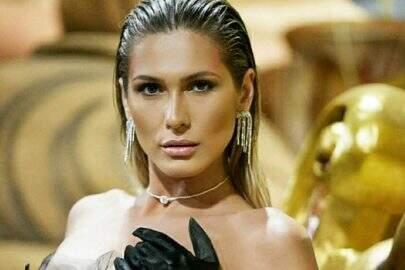 """Lívia Andrade surge deslumbrante em ensaio sombrio e choca internautas: """"Misteriosa"""""""