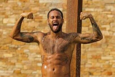 """Neymar posta foto com violão e brinca: """"Live acústica?"""""""