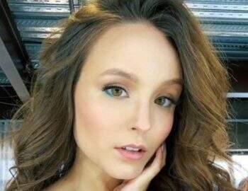 Larissa Manoela posta vídeo fazendo agachamento e detalhe chama atenção