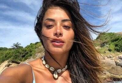 """Aline Riscado renova o bronzeado e curte tarde relaxante ao ar livre: """"Gratidão"""""""