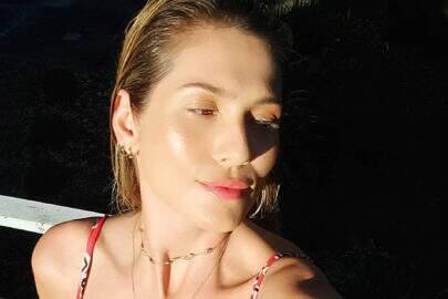 Lívia Andrade mostra boa forma e manda energias positivas para seguidores