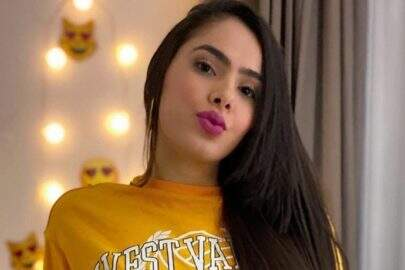 Juliana Caetano, do Bonde do Forró, mostra look inusitado para fazer faxina em casa