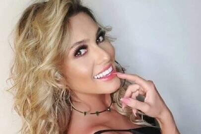 "Lívia Andrade ostenta boa forma com look de couro antes de dormir: ""Bons sonhos"""
