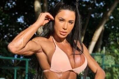 """Gracyanne Barbosa mostra bastidores de ensaio ousado na sauna: """"Poderosa"""""""