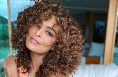 "Juliana Paes exibe cachos naturais e encanta seguidores: ""Livre!"""