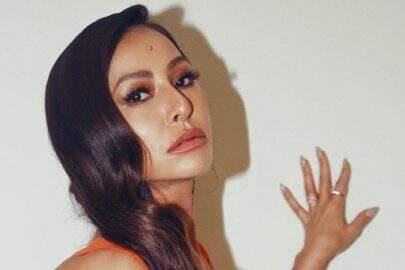 """Sabrina Sato exibe look diferenciado para anunciar programa: """"UAU"""""""