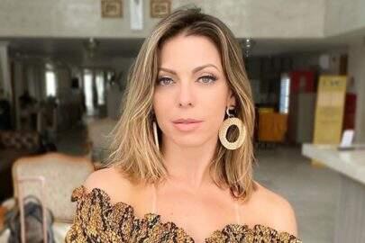 Aos 41 anos, Sheila Mello posa de lingerie e boa forma chama atenção