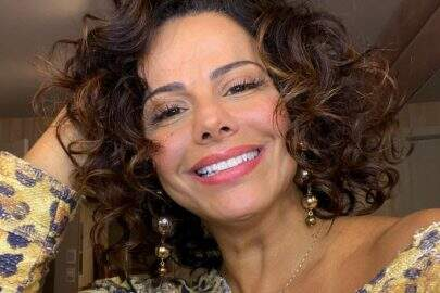Viviane Araújo renova bronzeado em dia de sol e shape sarado impressiona