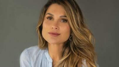 """Aos 46 anos, Flávia Alessandra posa com look bem à vontade e fã dispara: """"Cada dia mais linda!"""""""