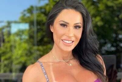 Gracyanne Barbosa impressiona web com treino de flexibilidade