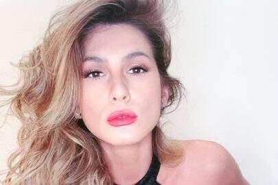 """Lívia Andrade posa com look diferenciado e brinca: """"Para ficar em casa"""""""