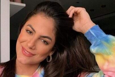"""Ex-BBB Mari Gonzalez exibe boa forma em dia de praia: """"Pertinho do que me faz bem"""""""