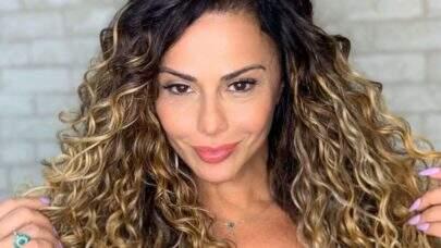 Viviane Araújo relembra clique carnavalesco e boa forma chama atenção