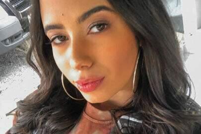 Sósia de Anitta mostra boa forma em clique de ensaio