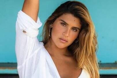 Filha de Flávia Alessandra esbanja boa forma em sequência de cliques e choca web