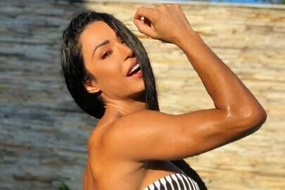 """De cabeça para baixo, Gracyanne Barbosa mostra treino caseiro e surpreende: """"Olha esse shape"""""""