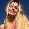 Ex-BBB Marcela Mc Gowan aproveita praia e exibe boa forma em novo clique