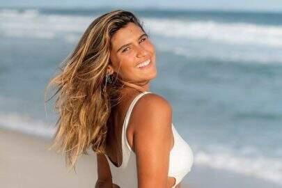 Filha de Flávia Alessandra relembra clique se bronzeando e leva web à loucura
