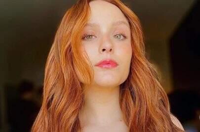 """Larissa Manoela posa como veio ao mundo em clique poético e impressiona: """"Ela tem mil fases"""""""