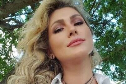 Lívia Andrade posta sequência de fotos deslumbrantes e beleza natural chama atenção
