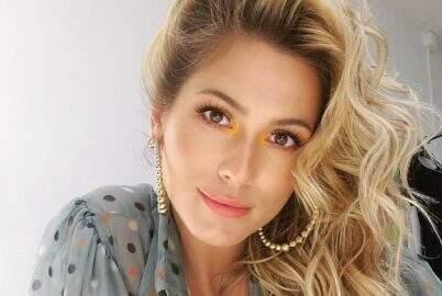 Lívia Andrade esbanja beleza natural e impressiona os seguidores das redes sociais