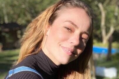 """Paolla Oliveira choca fãs ao exibir barriga trincada em momento espontâneo: """"Que abdômen"""""""