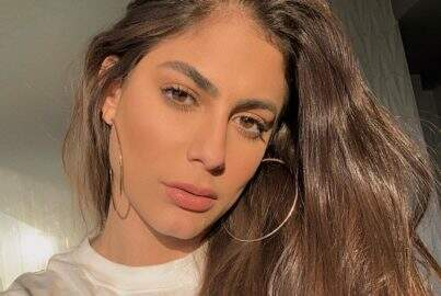 "Ex-BBB Mari Gonzalez esbanja saúde ao renovar bronzeado de biquíni: ""Perfeita"""