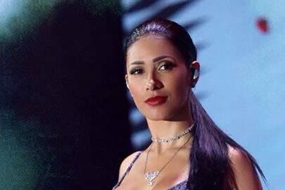 """Simaria relembra foto em show e ressalta para fãs: """"Teremos #tbts especiais"""""""