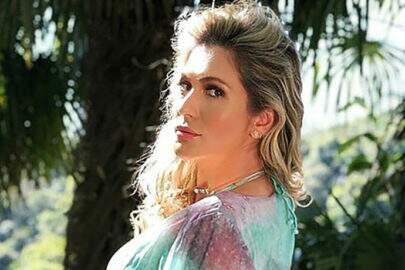 """Lívia Andrade deixa seguidores encantados e brinca: """"Pega o cafezinho"""""""
