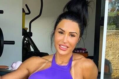 Gracyanne Barbosa encanta seguidores ao posar com cachorro em momento fitness