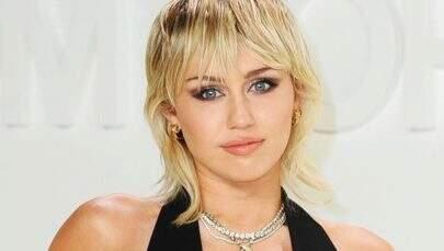 """Miley Cyrus revela que ficou sóbria por medo do """"Clube dos 27"""""""